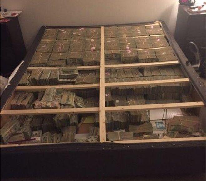 ВСША полицейские отыскали 20 млн долларов, спрятанные под матрасом