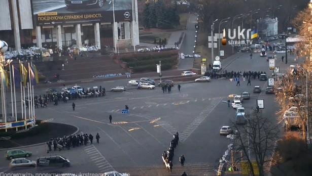 Бойцы МВД без боя заняли улицу Грушевского и Европейскую площадь