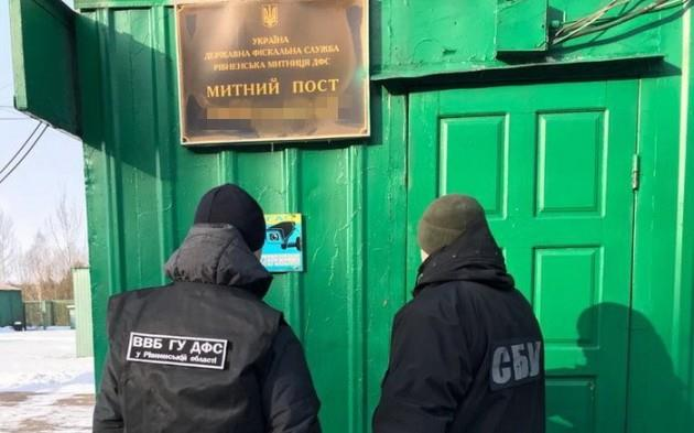 СБУ задержала на взятке двух сотрудников таможни: фото