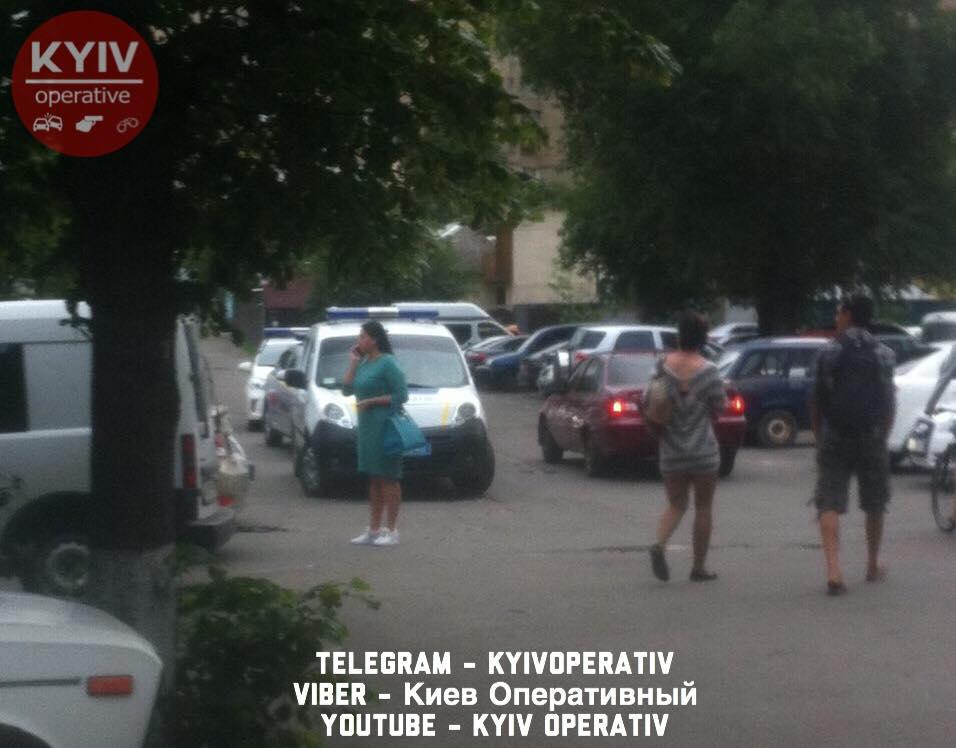В Киеве на Харьковском шоссе стреляли в мужчину: фото