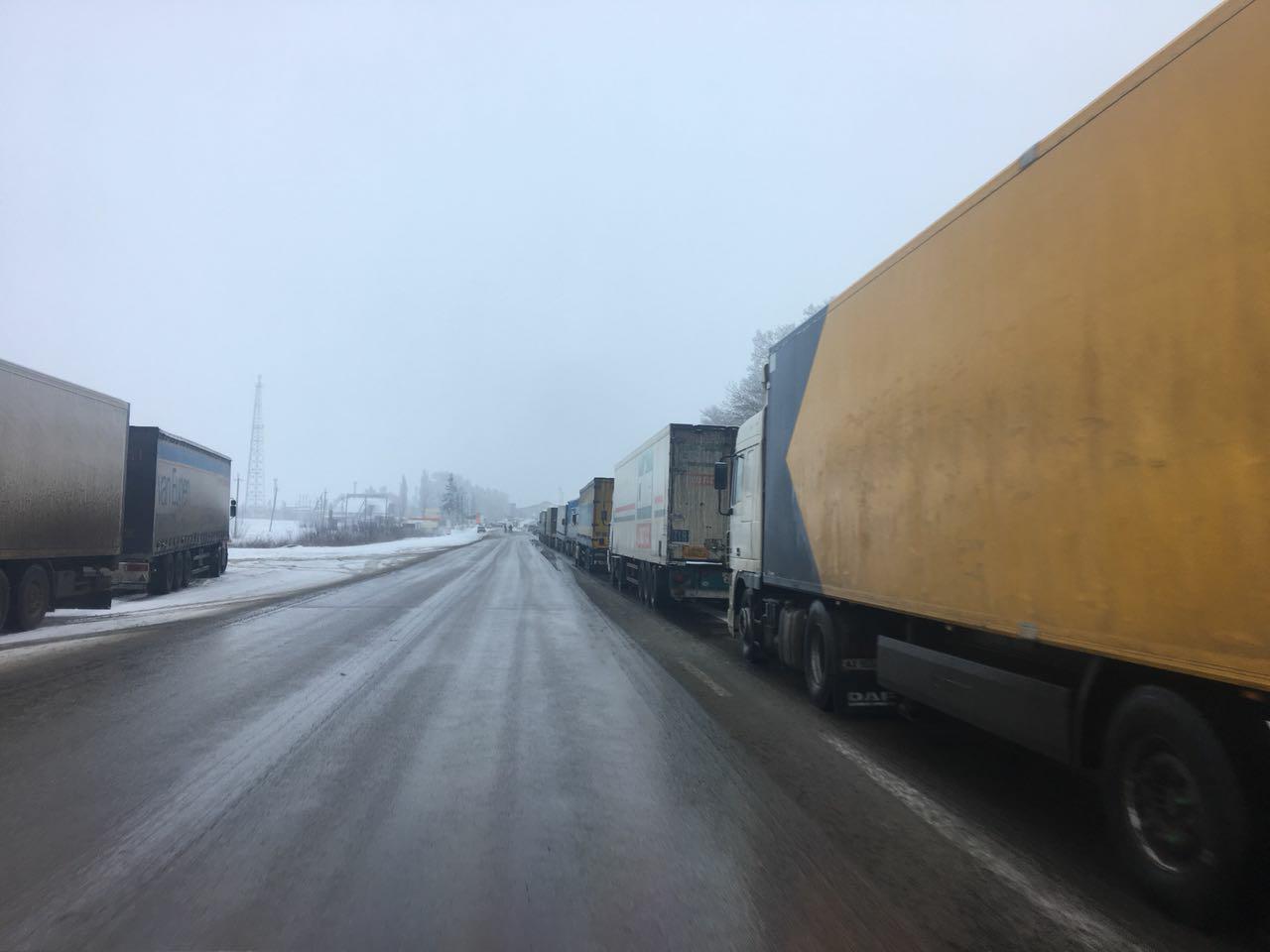 РФ не пропускает фуры из Украины: в Гоптовке очередь из 150 авто