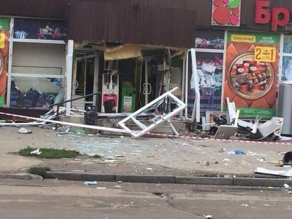 В Харькове из гранатомета обстреляли офис и взорвали банкомат