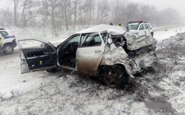 Под Славянском в ДТП перевернулся автобус: есть пострадавшие