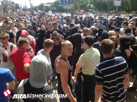 Ильенко и 200 свободовцев опоздали на гей-парад: фото