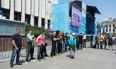 """Регионалы начали """"антифашистский"""" митинг на Европейской площади"""