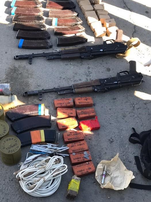 В Николаеве СБУ задержала торговцев оружием с военного склада