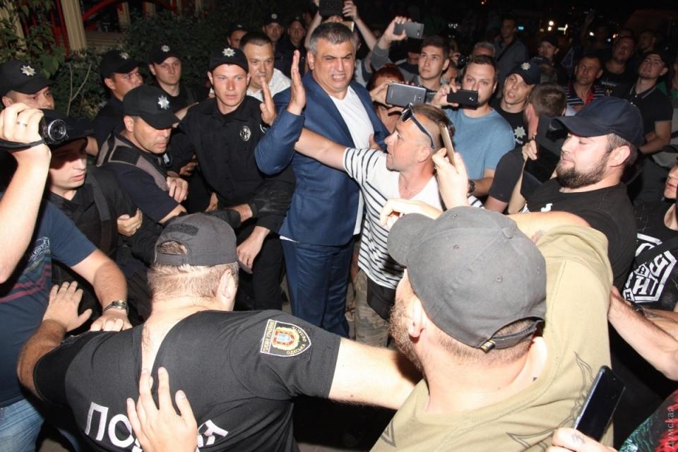 Концерт Ирины Билык в Одессе: бойкотирующие подрались с полицией