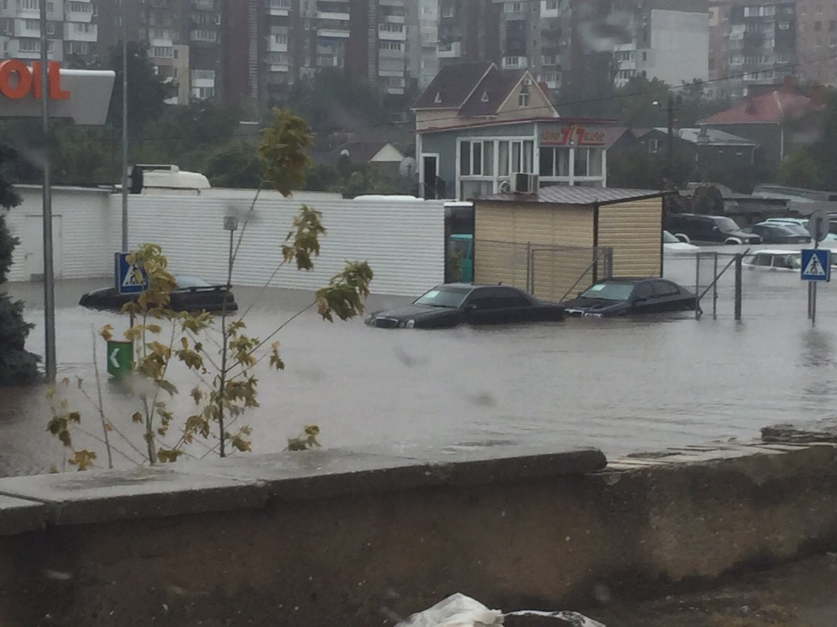 В Одессе из-за сильного ливня плавают машины: фото, видео
