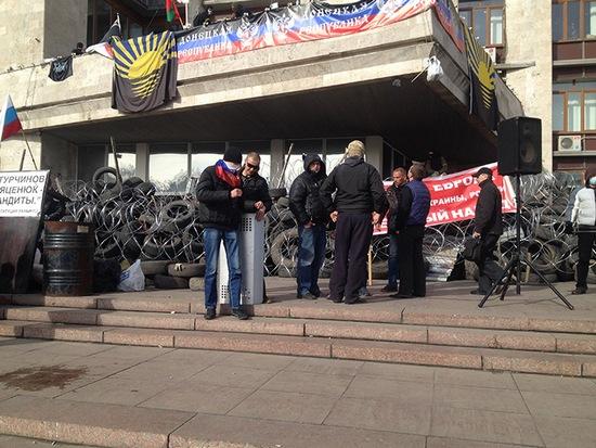 Сепаратисты в здании СБУ в Донецке готовятся к штурму