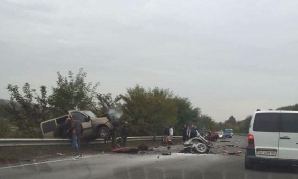 ДТП на трассе Киев-Чоп: одну из машин разорвало пополам