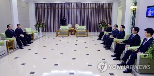 Ким Чен Ын впервые принял официальную делегацию из Южной Кореи