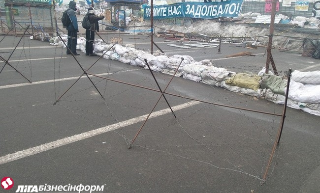 Майдан укрепил баррикады со стороны Европейской площади