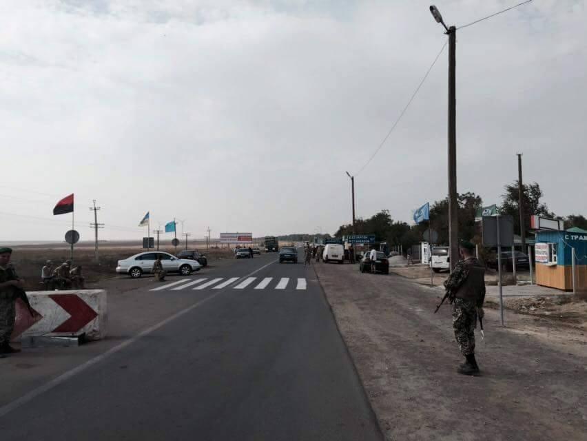 Блокада Крыма: На админгранице не осталось ни одной фуры