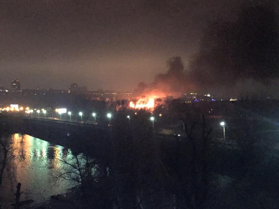В киевском Гидропарке горит ресторан: фото и видео пожара