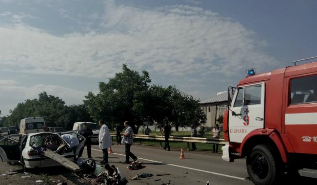 В результате ДТП в Черновицкой области погибли трое: фото, видео