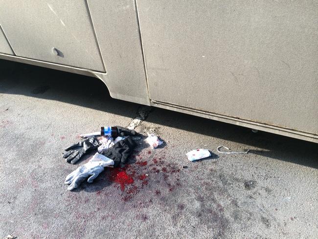 Кровь под автозаком.jpeg