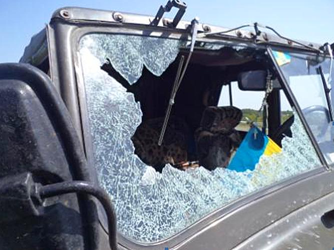 Боевики обстреляли автомобиль украинской стороны СЦКК: фото
