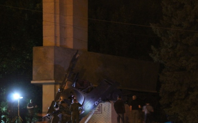 ВЛуганске снова взорвали монумент  боевикам