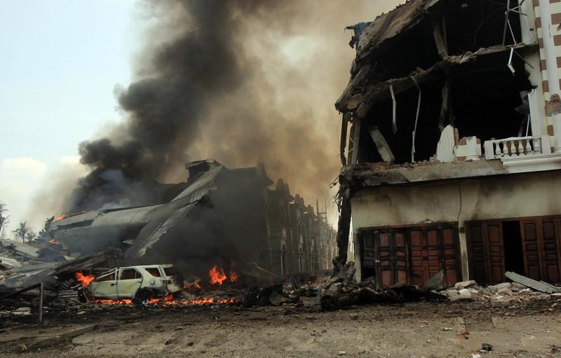 В Индонезии при крушении самолета погибли более 100 человек: фото