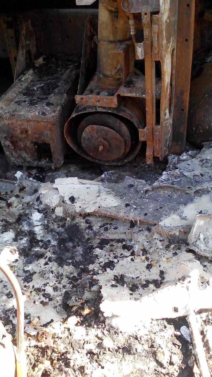 Під Запоріжжям на трасі згоріла фура з борошном: фото, відео