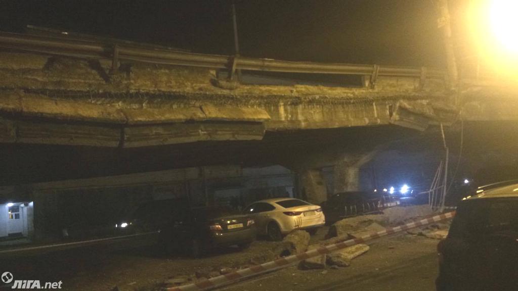 В Киеве обрушился Шулявский мост: фото
