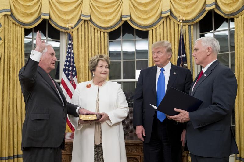 Новый госсекретарь США Рекс Тиллерсон принял присягу: фото