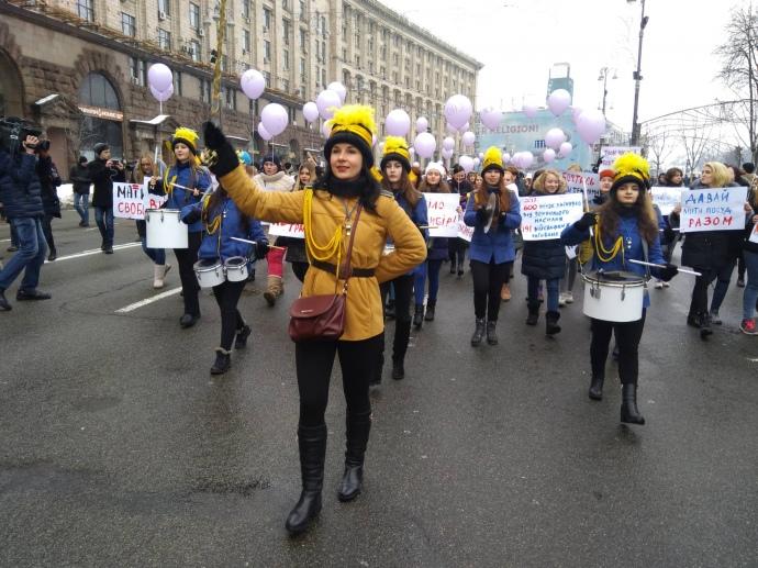 В центре Киева проходит марш за права женщин: фото, видео