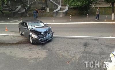 Гаишники врезались в легковушку на Кудрявском спуске в Киеве