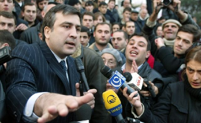 Михаил Саакашвили в ноябре 2003 года (Фото EPA / Сергей Долженко)