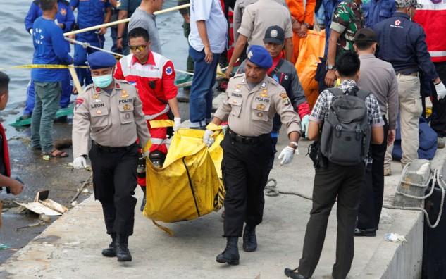 Насевере Индонезии 5 погибших впожаре налодке