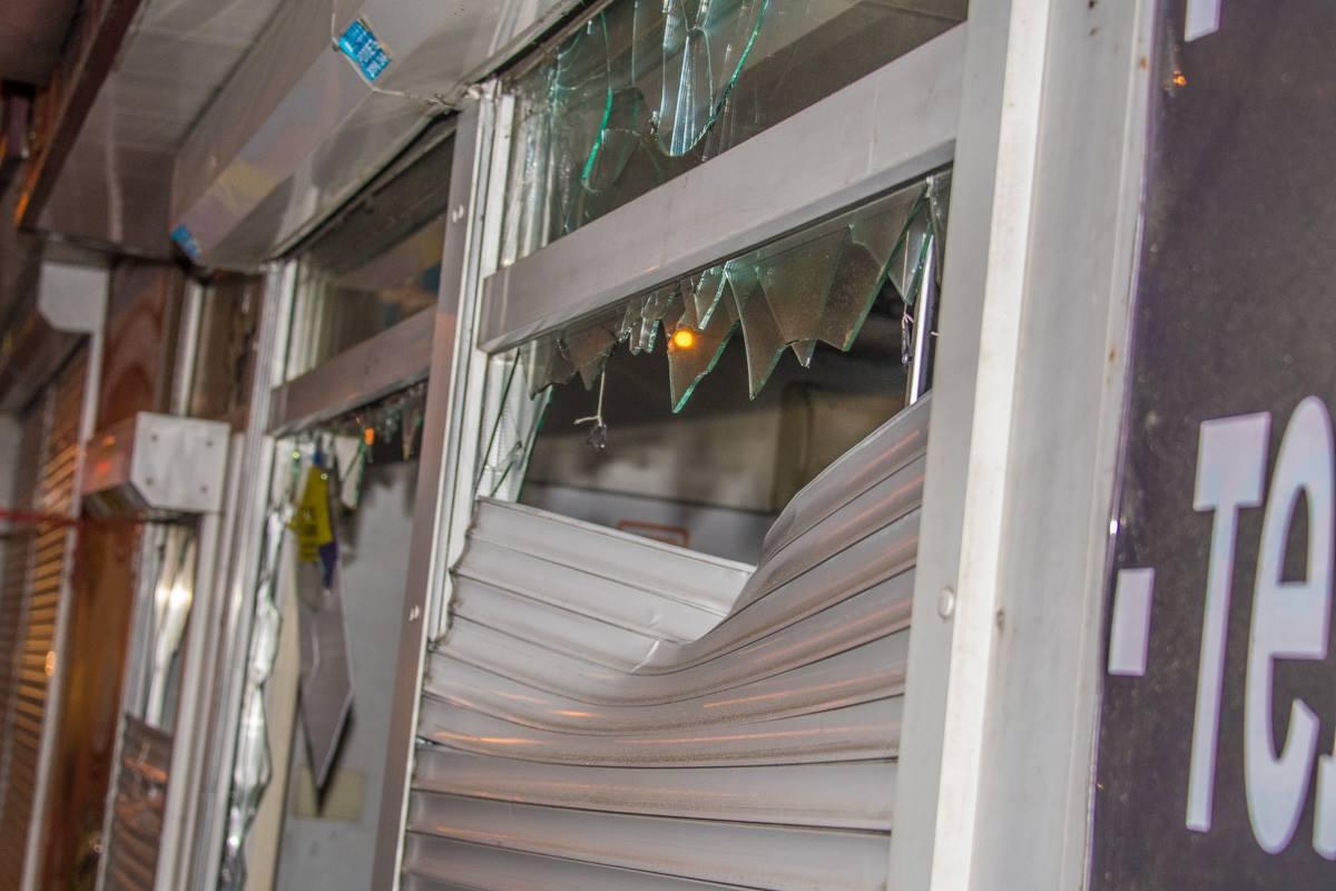 Погром лотерейных киосков в Киеве: полиция разогнала Нацкорпус