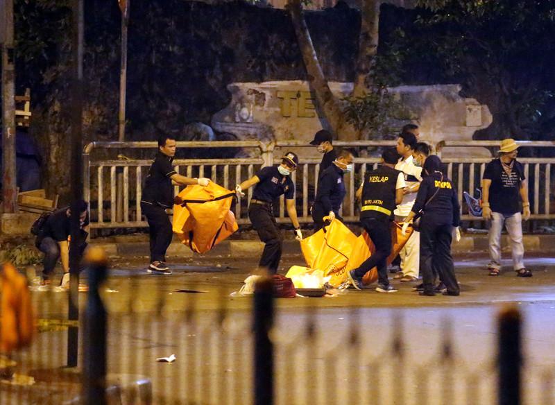 Теракт в Индонезии: трое погибших, 10 раненых - фото