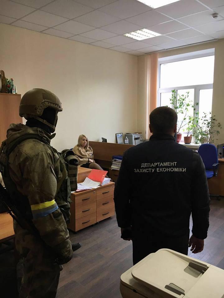 В Киеве ревизор ГФС задержан на взятке в 270 тыс грн: фото