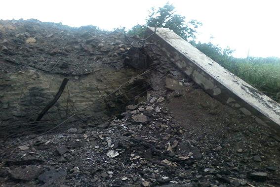 Опубликованы фото взорванного боевиками моста на Луганщине