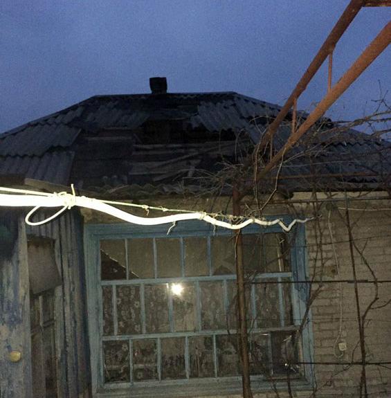 Боевики обстреляли жилые кварталы Авдеевки: снаряд попал в дом