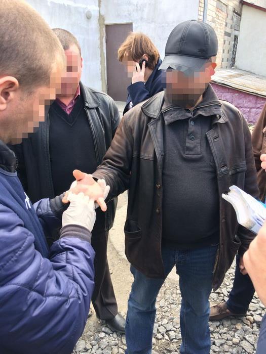 СБУ: В Хмельницкой области чиновник требовал почти $2 тыс взятки