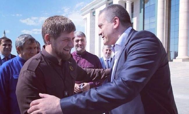 Сепаратист Аксенов наградил Кадырова за Крым