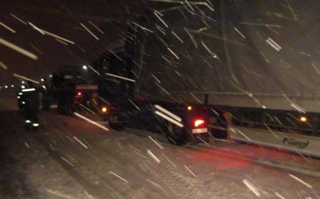 Из-за снегопадов без электричества остались 128 населенных пунктов государства Украины