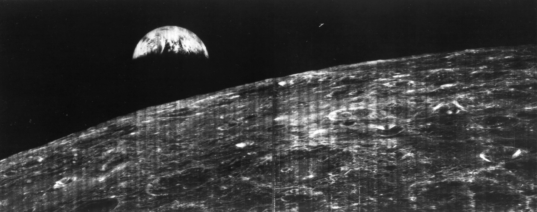 NASA опубликовало первое фото Земли, снятое с поверхности Луны