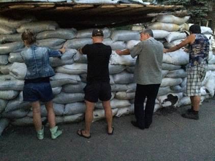 На Луганщине к оккупантам не пропустили микроавтобус с товарами