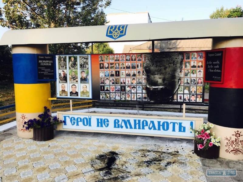 В Одесской области подожгли мемориал Небесной сотни: фото