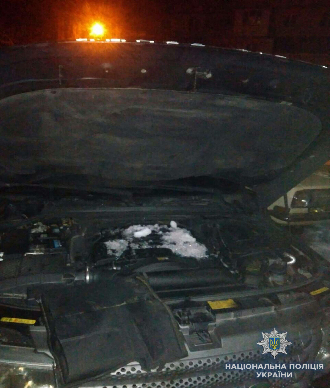 В Киеве взорвался Range Rover: хозяин машины получил ранения