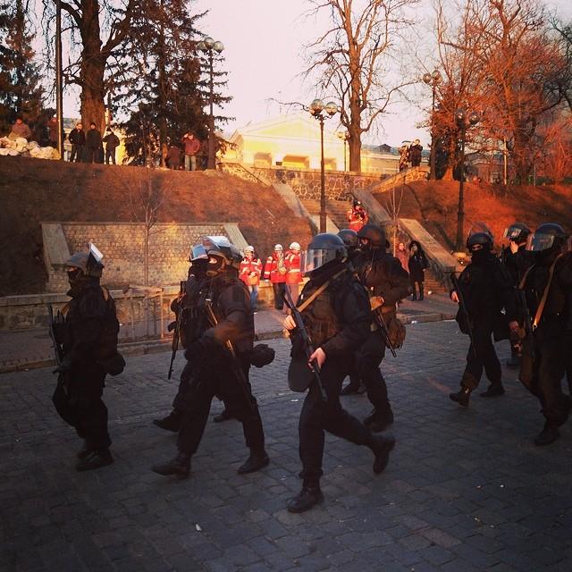 В центре Киева вчера видели правоохранителей с автоматами