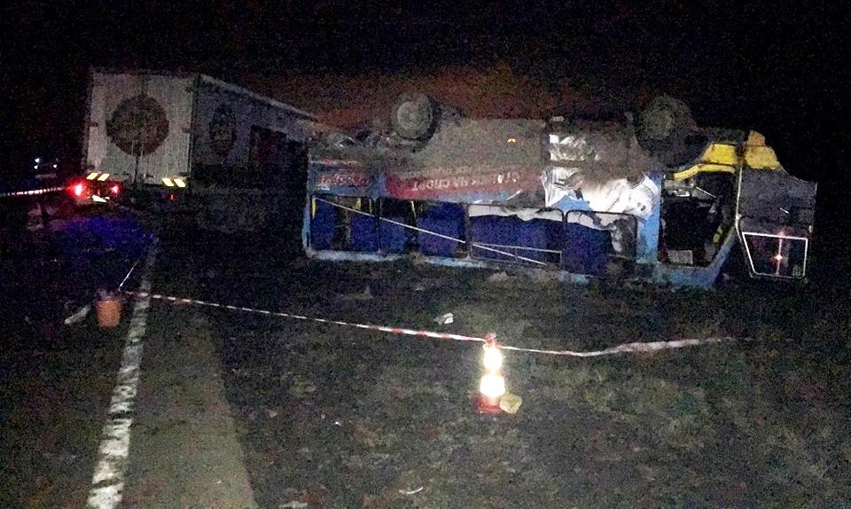 В Херсонской области на трассе грузовик въехал в автобус: фото