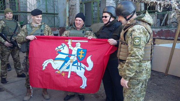 Глава МИД Литвы посетил украинских бойцов в зоне АТО