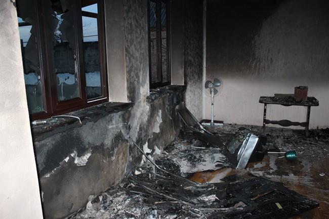 В Чечне сжигают дома родственников вошедших в Грозный муджахидов