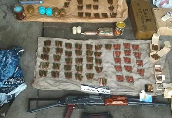 СБУ заявила о найденном оружии, которое могли применить под Радой