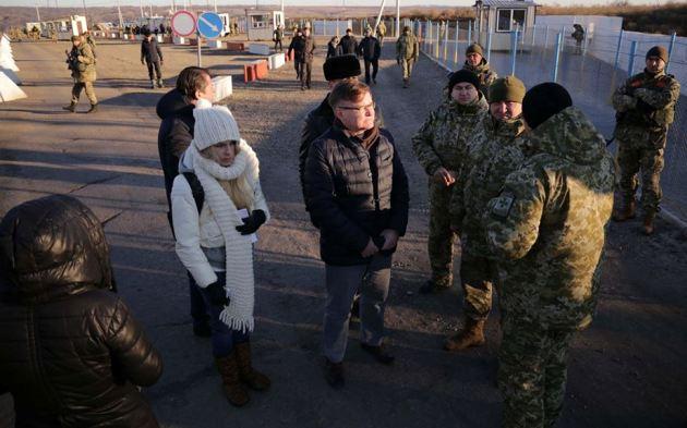 Украинские таможенники отчитались оначале работы КПВВ «Золотое»