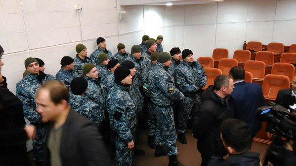 Скандал в горсовете Днепропетровска: депутаты выгоняют ОппоБлок