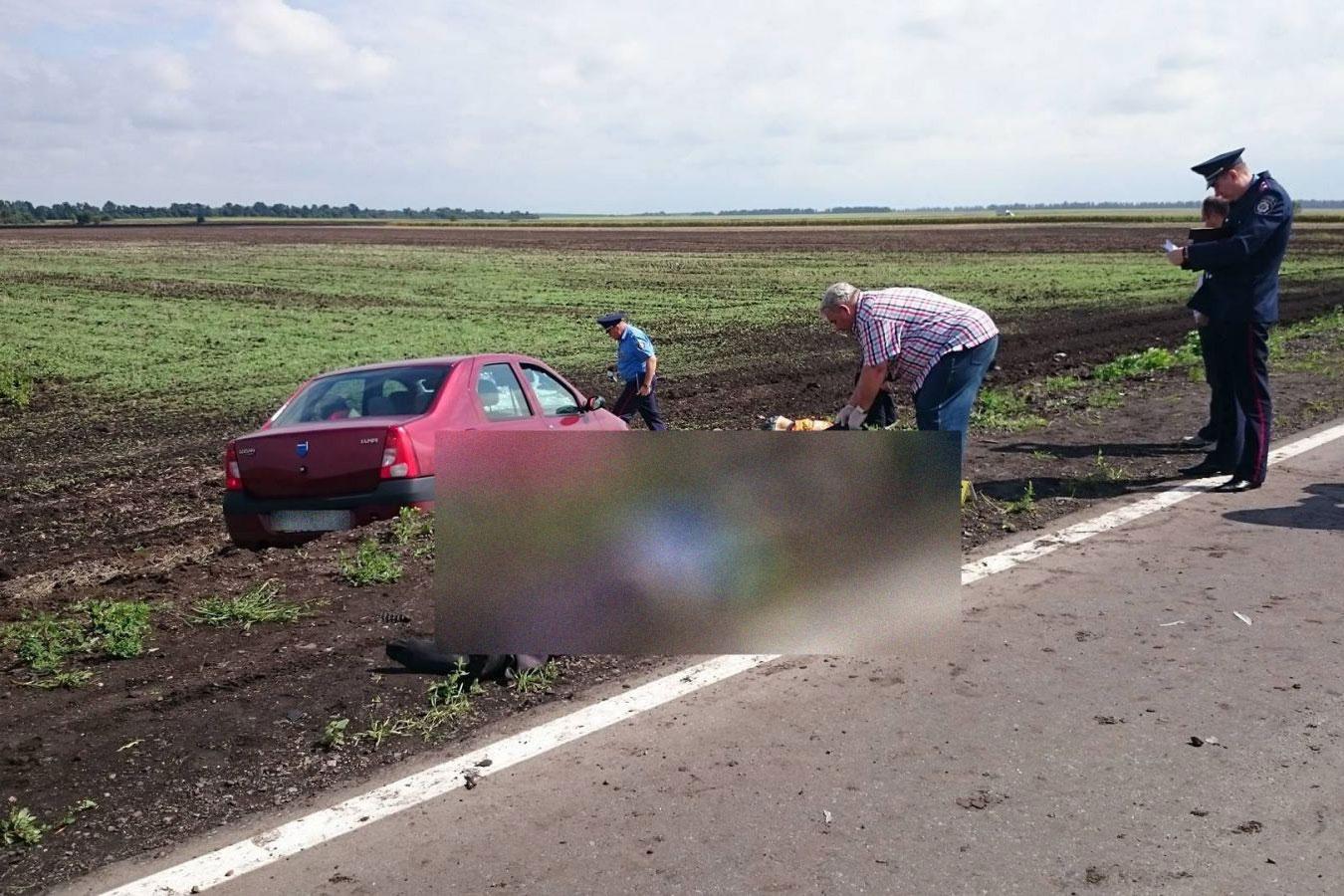 Под Харьковом трое дорожных рабочих погибли от наезда авто: фото